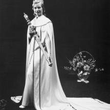 1972-73 Eileen Bonin